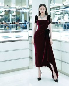 Chinese actress NiNi captainmiao in burgundy velvet bustier and asymmetrical skirt from the Collection. Love Couture, Couture Fashion, Runway Fashion, Fashion Outfits, Womens Fashion, Award Show Dresses, Night Dress For Women, Asymmetrical Skirt, Chinese Actress