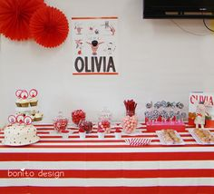 Love the tablecloth.