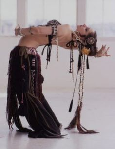 Tribal Fusion Belly Dance, Rachel Brice is the best! Rachel Brice, Tribal Fusion, Shall We Dance, Just Dance, Dance Oriental, Estilo Tribal, Belly Dancing Classes, Dance Like No One Is Watching, Dance Movement