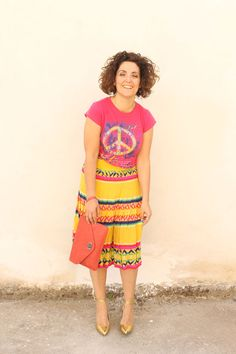 colorful vintage pleated skirt, a casual tee and my favourite high heels ever: a pair of golden pumps