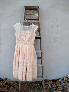 Vintage blush lace dress - reminds me of our bridesmaid dresses! (I started to put BM dresses, but. Pretty Outfits, Pretty Dresses, Beautiful Dresses, Gorgeous Dress, Beautiful Flowers, Mode Hippie, Sweatpants Outfit, Look Boho, Vintage Mode