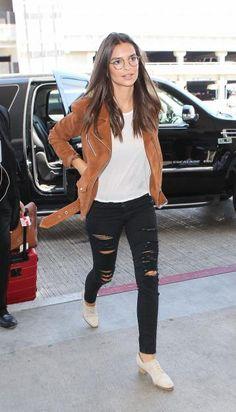 Im Normalo-Look und trotzdem traumhaft schön: Emily Ratajkowski kommt in Los Angeles im stylischen Outfit an.