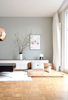 Déco Salon Idée rideaux accrochés au mur directement en hauteur et pas juste au dessus de