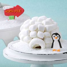 Igloo Cupcakes Recipe -Have a blizzard of fun making edible igloos out of cupcakes, whipped topping and marshmallows. Noel Christmas, Christmas Goodies, Christmas Treats, Cupcake Recipes, Cupcake Cakes, Frosting Recipes, Polo Norte, Holiday Cupcakes, How To Make Cupcakes