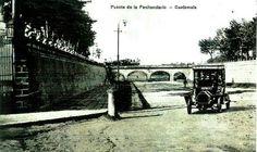 Un enfoque de sur a norte de la ciudad de Guatemala. En el fondo... pasando el trén sobre el puente de la penitenciaria y en el lado izquierdo la entrada al Parque Navidad.  (Foto colección La Calle donde tú vives,1919 )