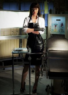 Katharine Isabelle as Mary Mason in American Mary Ginger Snaps Movie, American Mary, Katharine Isabelle, Plastic Aprons, Pvc Apron, Country Wear, Scream Queens, Girls Rules, Girls World