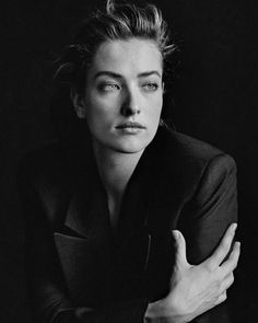 Peter Lindbergh, Tatjana Patitz, New York, 1987 - Published in the recently released book CALVIN KLEIN by Calvin Klein (Rizzoli New York) & Designed by Headshot Poses, Portrait Poses, Studio Portraits, Female Portrait, Tatjana Patitz, Photography Poses Women, Portrait Photography, Fashion Photography, Grunge Photography