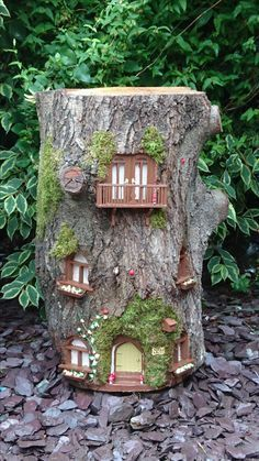 Astounding 25 Unique DIY Decor Garden Ideas to Make Your Garden More Beautiful Do you want an unusual garden decoration? You are bored with the garden decoration that you have now? Alright today, I will recommend some unique DIY . Garden Crafts, Garden Projects, Garden Art, Fairy Garden Houses, Gnome Garden, Garden Ideas To Make, Fairy Tree Houses, Fairy Doors, Miniature Fairy Gardens