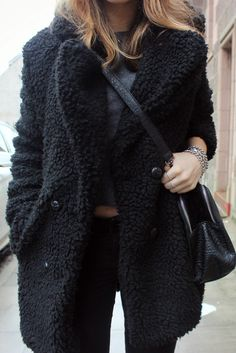 This all black teddy coat outfit idea is so cute! Winter jacket outfits - Fall fashion jacket outfits Awesome Jacket For Women Winter Casual Outfits Black Shearling Coat, Black Faux Fur Coat, Fashion Week, Fashion Outfits, Fashion Coat, Swag Fashion, Cozy Fashion, Woman Outfits, Fashion Pants