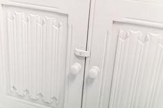 Dresser#2.0_Pic3         Antike Anrichte mit Aufsatz - Detailaufnahme.     H 177,5cm     T 46cm     B 91,5cm Bathroom Hooks, Dresser, Furniture, Antique Sideboard, Powder Room, Stained Dresser, Home Furnishings, Credenza, Capsule Wardrobe