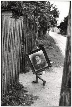 Mexico City (Photo by Henri Cartier-Bresson) Henri Cartier Bresson, Magnum Photos, Candid Photography, Street Photography, Urban Photography, Color Photography, Digital Photography, Art Beauté, Walker Evans