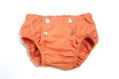 Diaper for little girls. Culotte en color salmón con botones en el delantero como detalle #kids #corazondeleonkids #diaper #salmón #moda #madeinSpain #SpringSummer2015 #baby #botones #cubrepañal #culotte #bottoms