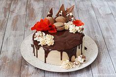 Chocolate Dripping Cake with Salted Caramel Cream / Čokoládový dort s krémem ze slaného karamelu | Na vidličku food blog
