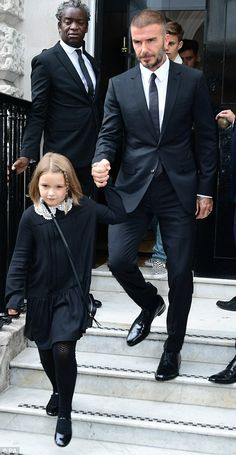 Victoria and David Beckhams daughter Harper Beckham attended her mothers London Fashion Week 2018 show looking so cute. See her outfit here. David Beckham Daughter, David Beckham Style, Victoria And David, David And Victoria Beckham, London Fashion Week 2018, Beckham Hair, Black Suit Wedding, The Beckham Family, Harper Beckham