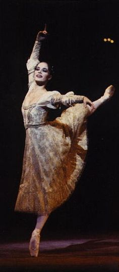 Darcey Bussell as Juliet. beautiful lines.