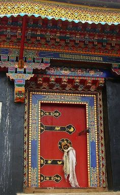 Buddhist Temple Door, Tibet. #watchwigs www.youtube.com/wigs