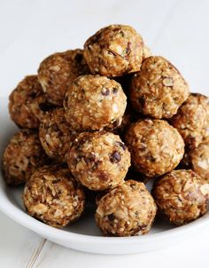 Butter Energy Bites Peanut Butter No Bake Gluten Free Energy Bites. The simple recipe for the always-hungry people in your life.Peanut Butter No Bake Gluten Free Energy Bites. The simple recipe for the always-hungry people in your life. Patisserie Sans Gluten, Dessert Sans Gluten, Gluten Free Sweets, Gluten Free Cooking, Gluten Free Recipes, Easy Recipes, Protein Snacks, Healthy Snacks, Healthy Breakfasts