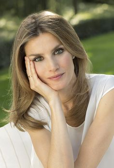 Royal Queen, Royal Princess, Spanish Royalty, Estilo Real, Queen Letizia, Royal Fashion, Poses, Stylists, Hair Makeup