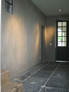 Beautiful wall with Chalk Lime Paint to create a concrete look. Stunning deep gray natural stone floor as well. trap The official website of Pure & Original Natural Stone Flooring, Interior, Stone Flooring, Lime Paint, House Styles, House Inspiration, Home Deco, Flooring, Cool Walls