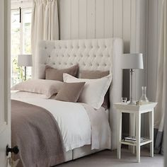 going to try this color scheme but with white walls and a cream accent and the grey will be all my antiqued barnwood parifinalia.