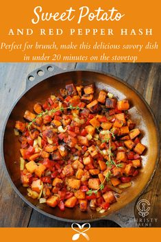 You must have this sweet potato and red pepper hash because some mornings deserve a spin on a classic dish! Best Breakfast Recipes, Easy Dinner Recipes, Easy Meals, Unique Recipes, Popular Recipes, Breakfast Ideas, Vegetarian Recipes, Cooking Recipes, Healthy Recipes