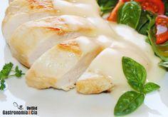 Una de las carnes blancas más consumidas por su versatilidad en la cocina, su buen precio y su interesante aporte nutricional, rica en proteínas y baja en grasas, es la pechuga de pollo. A nosotros nos encanta, tanto para disfrutar de recetas ligeras como enriquecidas con otros ingredientes, es un alimento que se puede incorporar en cualquier tipo de dietas y lo que queremos es que no os falten ideas para ello, por eso reunimos aquí 30 Recetas con pechuga de pollo.Principalmente son recetas…