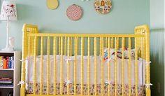 Quarto de bebê azul com berço amarelo | Quarto de bebê - Decoração, bebês, gravidez e festa infantil