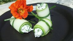 Herb Cream Cheese Stuffed Cucumber Roll Ups from Healthy Frugalista Appetizer Dips, Yummy Appetizers, Appetizer Recipes, Snack Recipes, Cucumber Roll Ups, Real Food Recipes, Yummy Food, Cream Cheese Rolls, Recipes