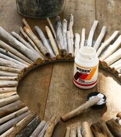 Sunburst Driftwood Mirror Decor Ideas - Diy And Crafts idea Driftwood Wreath, Driftwood Mirror, Driftwood Projects, Driftwood Ideas, Crafts To Make, Diy Crafts, Sunburst Mirror, Beach Crafts, Round Mirrors