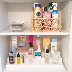 14 Cheap AF Organization Hacks That'll Actually Make Your Life So Much Easier Clutter Organization, Home Organization Hacks, Bathroom Organisation, Storage Hacks, Organizing Ideas, Storage Ideas, Organising, Small Bedroom Storage, Small Bedrooms