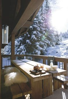 Chalet Höhe Courchevel Holzhaus in Savoie Chalet Design, Chalet Style, Design Design, Winter Balcony, Winter Porch, Winter Cabin, Winter House, Winter Snow, Cabins In The Woods