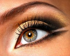 Golden brown eyes....pretty.......