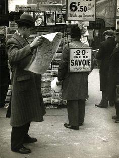André Kertész - At the Newsagent, Paris, 1934