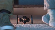 走る、浮く、飛びかかる! このミニドローンはきっと敵だよ...