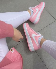 Nike womens running shoes are designed with innovative features and technologies to help you run your best* whatever your goals and skill level. Moda Sneakers, Cute Sneakers, Shoes Sneakers, Shoes Heels, Lit Shoes, Vans Shoes, Sneaker Store, Fresh Shoes, Custom Shoes