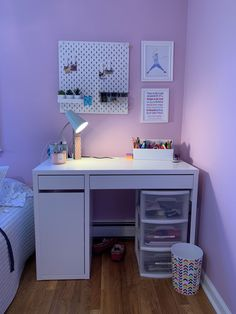 Teen girl bedrooms, styling reference number 4630139532 for simple room design. Study Room Decor, Cute Room Decor, Teen Room Decor, Room Ideas Bedroom, Small Room Bedroom, Bedroom Decor, Desk In Bedroom, Ikea Teen Bedroom, Tween Room Ideas