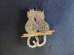 Goldtone Clear Rhinestone Cats Kittens Sitting Perched Tails Brooch Pin Cute