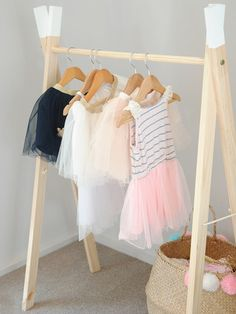 48 Creative DIY Clothes Rack Design Ideas - Best Home Decorating Ideas Childrens Clothes Rail, Diy Clothes Rail, Kids Clothes Storage, Kids Clothing Rack, Children Clothing, Diy Wand, Diy Kleidung Upcycling, Modern Kids Furniture, Kids Dress Up