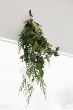Hang Mistletoe - ELLEDecor.com