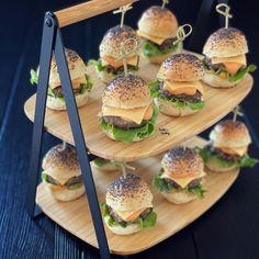 Mini Burgers, Salmon Burgers, Hamburgers, Ethnic Recipes, Instagram, Food, Recipe, Thermomix, Mini Hamburgers