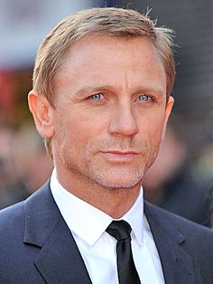 What's not to love..rugged, manly, beautiful, hot, and British. Love Daniel Craig!
