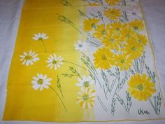 YELLOW WHITE DAISY FLORAL DESIGN