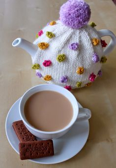 Anyone for Tea? (Hand Knitted Things) My delightful Bobbles Tea Cosy by Sian Brown is a cheerful addition to the tea table. Sian sent me the knitting kit from. Tea Cosy Knitting Pattern, Tea Cosy Pattern, Knitting Patterns, Scarf Patterns, Finger Knitting, Hand Knitting, Knitting Machine, Yarn Crafts, Diy Crafts