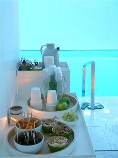 Het zoete-gezonde-lekkere-dingenbuffet in de Akasha Spa in het Conservatorium Hotel, A'dam.