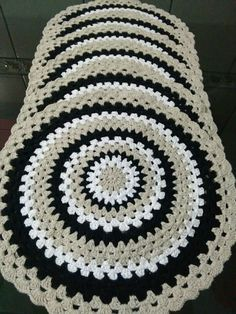 Oval crocheted placemats by SewDit on Etsy Crochet Placemats, Crochet Table Runner, Puff Stitch Crochet, Crochet Granny, Crochet Rug Patterns, Doily Patterns, Diy Crafts Crochet, Crochet Home, Crochet Carpet
