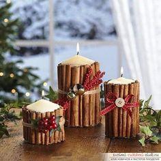 idéias com as mãos sobre o novo ano.  guirlandas, enfeites de Natal ...