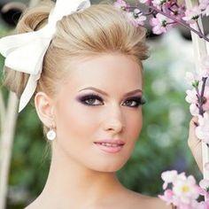 7 sfaturi pentru coafura de mireasa[…] Wedding Make Up, Wedding Things, Civil Wedding, Crown, Womens Fashion, How To Wear, Image, Butterfly, Wedding Makeup