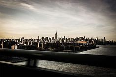 Highline, Manhattan vu du Brooklyn Bridge, photo prise au Leica M9  www.camillegabarra.com #cityportrait #photographe #since1974