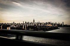 Highline, Manhattan vu du Brooklyn Bridge, photo prise au Leica M9  www.camillegabarra.com #cityportrait #photographe #since1974