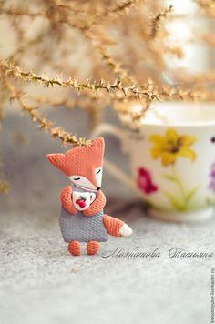Polymer clay brooch / Броши ручной работы. Ярмарка Мастеров - ручная работа. Купить Лисичка с чаем (брошь). Handmade. Оранжевый, лисичка, чай, сказка